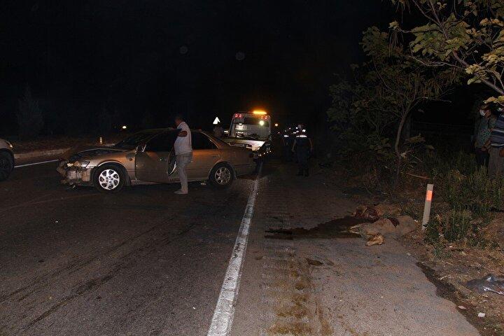 Kaza, pazar günü saat 20.15 sıralarında İzmir-Ankara D300 karayolu Dereköy Mahallesi kavşağında meydana geldi.