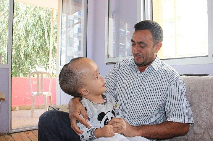 Minik Sercan'ın her hafta kontrollerinin yapıldığını kaydeden Baba Gezenler, oğlunun her gülümsemesiyle umutlarının daha da arttığını dile getirdi.