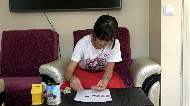 Erciş ilçesinde yaşayan Selçuklu Ortaokulu 7nci sınıf öğrencisi İsranur İşleyen, Ermenistan'ın Azerbaycan'a saldırılarının ardından, Azerbaycan'a destek olmak istediğini ailesine açıkladı. Azerbaycan Cumhurbaşkanı İlham Aliyev'e de bir mektup yazarak, kardeş ülke Azerbaycan'ı çok sevdiğini anlattı.