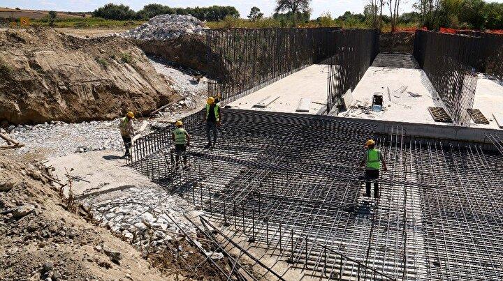 Ulaştırma ve Altyapı Bakanlığı'nın diğer yatırımlarında olduğu gibi bu proje de başladığı ilk günden itibaren bulunduğu bölgede istihdam kapısı açtı. Bu aşamada yaklaşık 2 bin kişi proje kapsamında istihdam ediliyor. İlerleyen sürede bu sayının 3 bin 500-4 bine ulaşması bekleniyor.