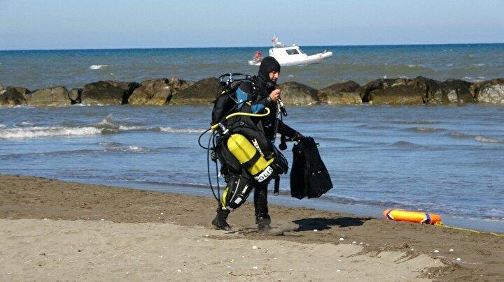 Esenin hareketsiz bedeni sudan çıkartılırken, denize koşan yakınlarına çevredeki güvenlik ve sağlık ekipleri müdahale etti.