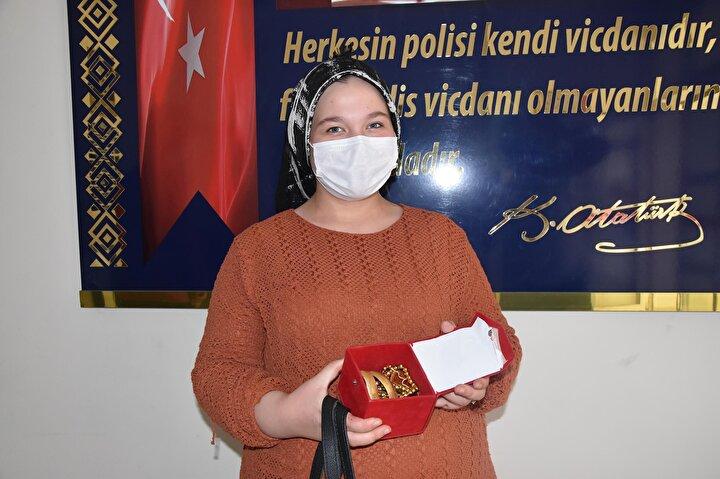 Yaklaşık 50 bin TLlik ziynet eşyalarının 10 ay önce evlenen Zeynep ve Halil İbrahim Aslankıran çiftine ait olduğu tespit edildi.