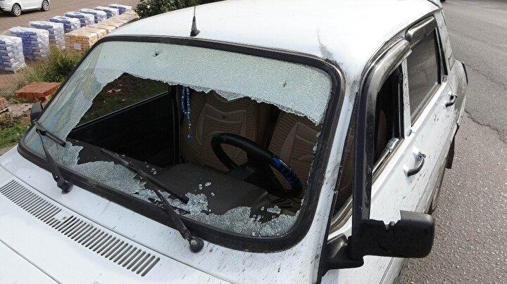 Kazada otomobil sürücüsü Recep Çam ile 13 yaşındaki oğlu Hamza Çam yaralandı. Kulağından yaralanan Hamza Çama sağlık ekipleri olay yerinde müdahale ederken, Recep Çam ise 112 ekipleri tarafından ambulansla Gazi Devlet Hastanesine kaldırıldı. Recep Çamın sağlık durumunun iyi olduğu öğrenildi.