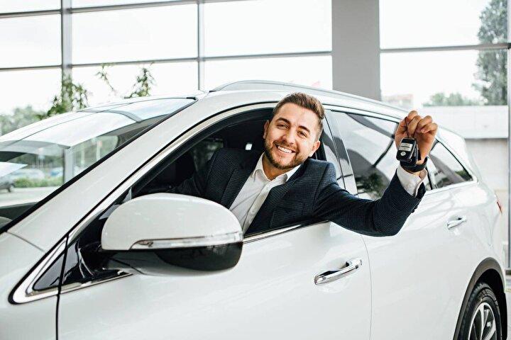 Eylül ayında sıfır araç fiyatlarını gecikmeli olarak paylaşan birçok otomotiv firması ekim ayı fiyatlarını paylaşmaya başladı.