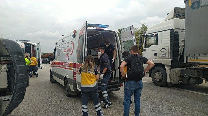 Otomobil sürücüsü M.C.A ise kazayı hafif sıyrıklarla atlattı. Yaralılar olay yerine gelen 112 sağlık ekiplerinin kontrollerinin ardından hastaneye kaldırıldı. Kazayla ilgili tahkikat başlatıldı.