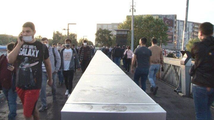 Okulların açılmasıyla İstanbul'da trafik yoğunluğu yaşandı