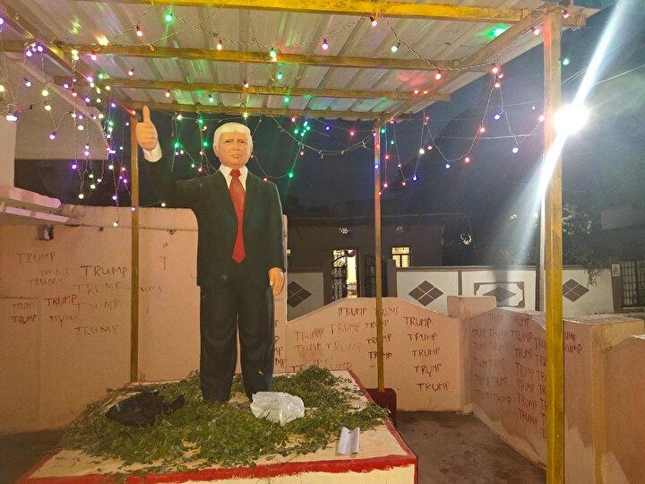 Hindistan'ın Telangana eyaletindeki Konney köyünde yaşayan Bussa Krişna, rüyasında gördüğü ABD Başkanı Donald Trump'a 'Hint tanrısı' gibi tapmaya başladı.