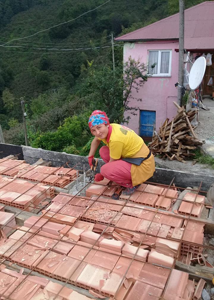 Yaz-kış demeden inşaat işiyle aile ekonomisine katkı sunan Somuncu, iş becerisi ve azmiyle hem erkeklere meydan okuyor hem de değme ustalara taş çıkarıyor. İşsizlikten yakınanlara, Çalışmak isteyene iş her zaman var diyerek örnek olan Somuncu, gayretiyle herkesin takdirini de topluyor.