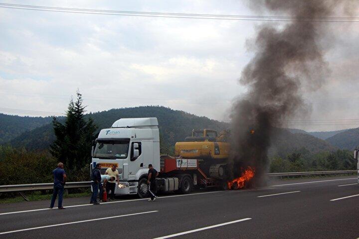 İhbar üzerine bölgeye sevk edilen Bolu Dağı Tüneli İtfaiyesi yangına müdahale ederek söndürdü.