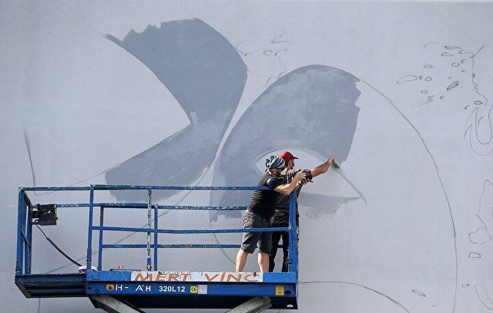 Türkmen, gazetecilere yaptığı açıklamada, 22 yıldır grafiti sanatıyla uğraştığını belirterek, ilk kez böyle bir çalışma gerçekleştirdiğini söyledi.