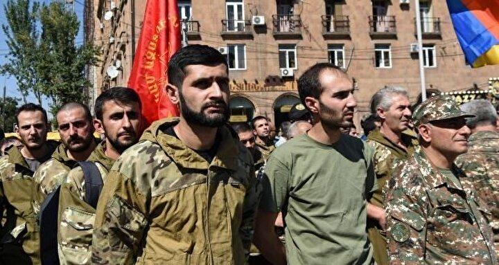 Azerbaycan hükümeti, paralı militanların geldiği ülkelere, savaşmak için Karabağa gelen vatandaşlarına karşı ciddi tedbirler almaya, işgal ettikleri topraklara girmelerini engellemeye ve bu kişilere karşı ceza davaları açmaları yönünde çağrıda bulunuyor.