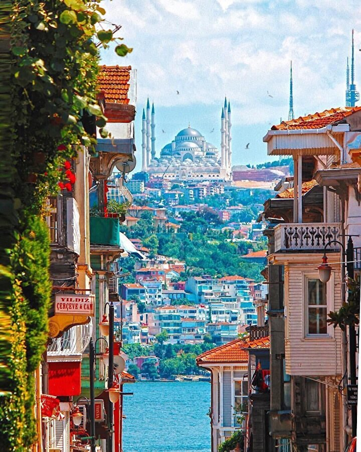 Arnavutköy'ün listeye girmesiyle semte taşınmak isteyenlerin sayısı da arttı. En çok ilgiyi ise tarihi köşkler çekiyor. O köşklerden biri de Osmanlı dönenimde haremlik olarak da kullanıldığı bilinen yapı.