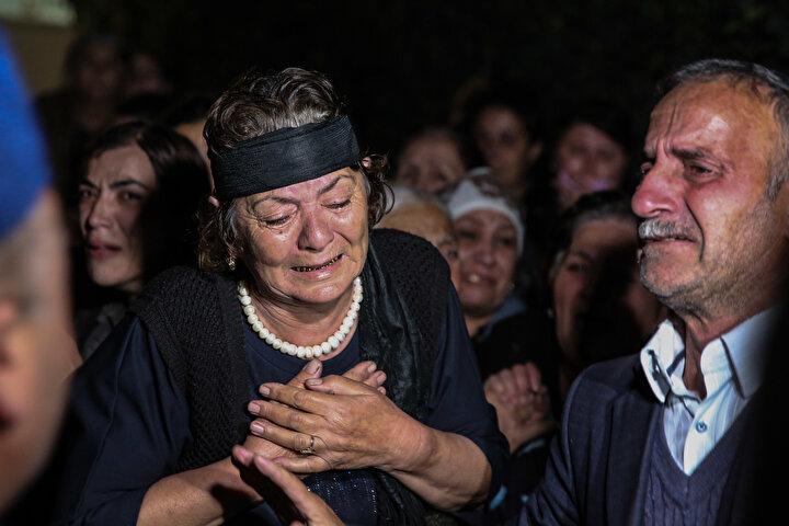 Ermenistan saldırısında hayatını kaybedenlerin yakınlarından Müşrek Hasanov, AA muhabirine yaptığı açıklamada, İskender, annesini defnetmek için mezarlığa gitmişti. Maalesef defin işlemleri sırasında saldırı meydana geldi. 1 kız ve 1 erkek çocuğu vardı. ifadelerini kullandı.