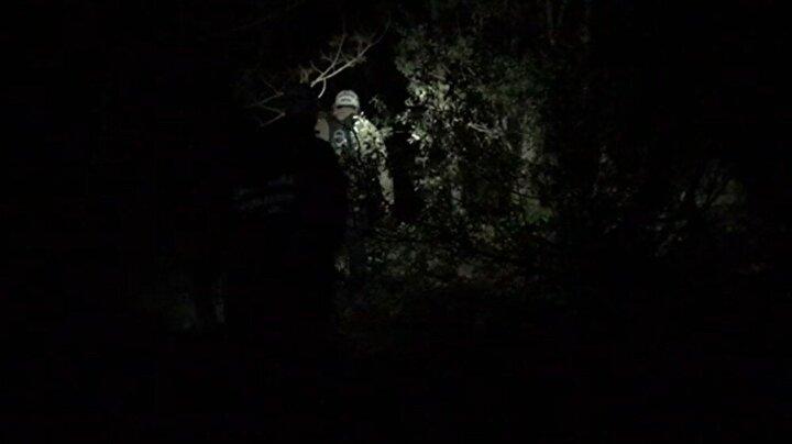 Maksem Mahallesine bağlı Süleymaniye köyü mevkiinden yürüyüş amacıyla dağa çıkan 4 kişi, havanın kararmasıyla yollarını kaybetti.