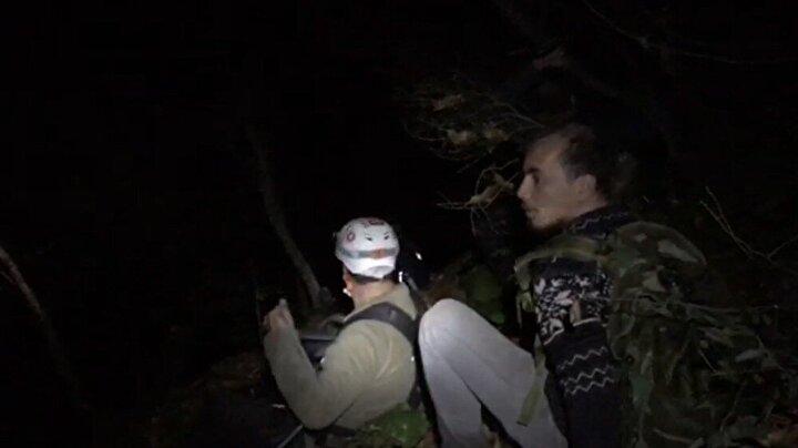 Grup, jandarma ekiplerini arayarak yardım istedi. İhbar üzerine JAK, ANDA, AFAD ve NAK ekibi yaklaşık 70 kişi bölgeye giderek termal dronla çalışma başlattı.