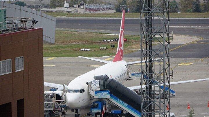 Sabah 08.00 ve akşam 18.00 saatleri arası uçuş trafiğine kapatılacak olan Trabzon Havalimanı pistindeki aydınlatma sistemi ve kabloları yenilecek. Uçakları yanaştıran bütün aydınlatma sisteminin yenileceği Trabzon Havalimanı'ndaki çalışmaların Aralık ayının sonuna kadar bitirilmesi hedefleniyor.