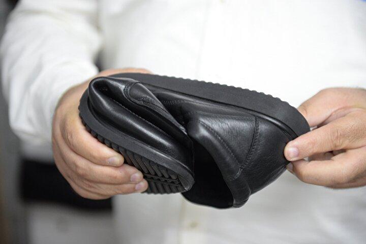 Ürettikleri özel ayakkabıyı şeker hastası yakınına verdikten sonra çok başarılı ve faydalı olduğunu gördüklerini ve seri üretime geçtiklerini dile getiren Yıldırım, Şu an haftalık 250 çift, aylık bin çifte yakın üretip, Orta Doğu başta olmak üzere, dünyanın birçok ülkesine ihraç ediyoruz. Ayrıca Türkiye genelindeki birçok noktaya bu ayakkabıdan satıyoruz dedi.