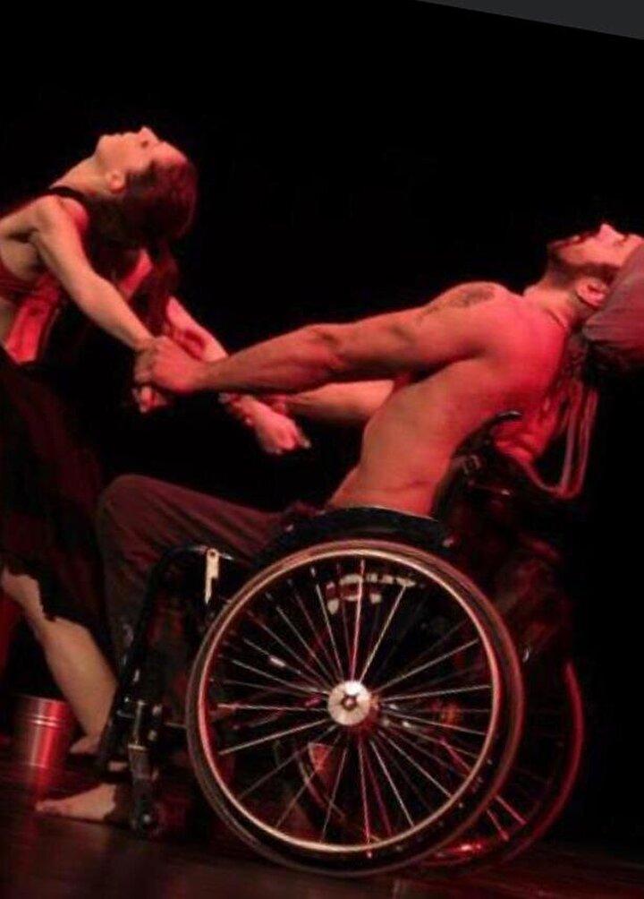 Mezun olduğu gece geçirdiği motosiklet kazasında omurilik felci olan Öztürk, 2 Temmuz 2006 gecesinde Fenerbahçede mezuniyet yemeğinden çıktıktan sonra bir kaza geçirdim. O kazada belim kırıldı. Omurilik felci oldum. Bale bölümünden mezun olduğum gece, balet olarak profesyonelliğe tam anlamıyla atıldığım gece engelli oldum. Hayatıma tekerlekli sandalye ile devam etmeye başladım. Danstan hiç vazgeçmedim. Türkiyenin tekerlekli sandalye ile profesyonel anlamda ilk dans eden kişisiyim. Türkiyede tekerlekli sandalye ile dans çalışmalarını başlatan kişiyim.