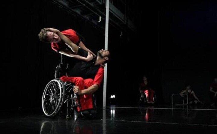 Engelli insanlara dans eğitim vermek istediğini ifade eden Öztürk, şöyle konuştu: Ben şu anda sağlıklı, ayakta olan insanlara zaten dans eğitimi verebiliyorum. Bu eğitim ile tekerlekli sandalyedeki insanlara dans öğretmek istiyorum ve onun için bir diploma alacağım. Bu durum aslında tamamen prosedür icabı karşıma çıkıyor. Bu diplomaya bunun için ihtiyacım var. Yoksa ben zaten dans okulu mezunuyum. İstanbul Devlet Opera ve Balesi'nde yıllarca dans ettim.