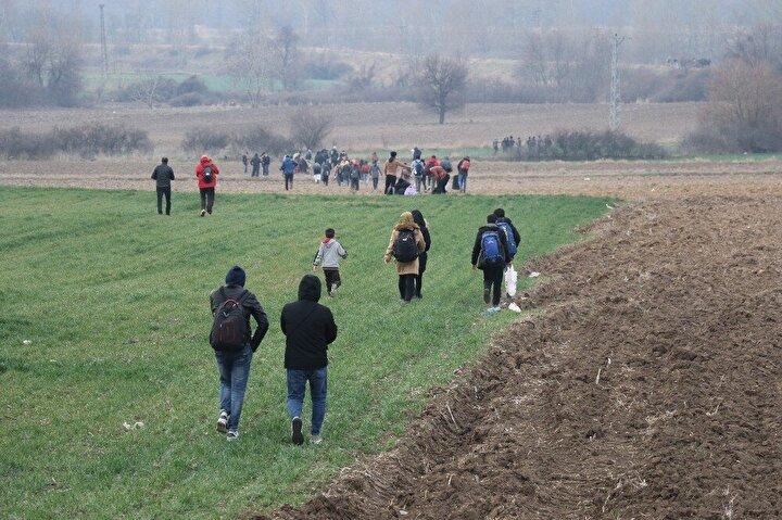 Ayrıca Türkiye-Yunanistan sınırında kaçak göçe karşı Meriç bölgesinde yapılacağı açıklanan yeni jiletli tel duvarın inşasına da Ferecik bölgesinde başlandığı bildirildi.
