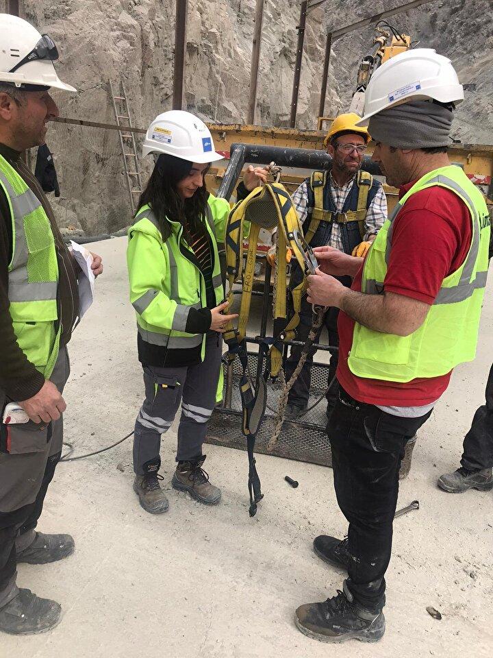 Elektrik Mühendisi Bilge Abanoz, yeni yerleşim yerinde yapılan kamu binalarının elektriklerinden sorumlu olduğunu ve böyle bir projede yer aldığı için çok gururlu olduğunu ifade etti.