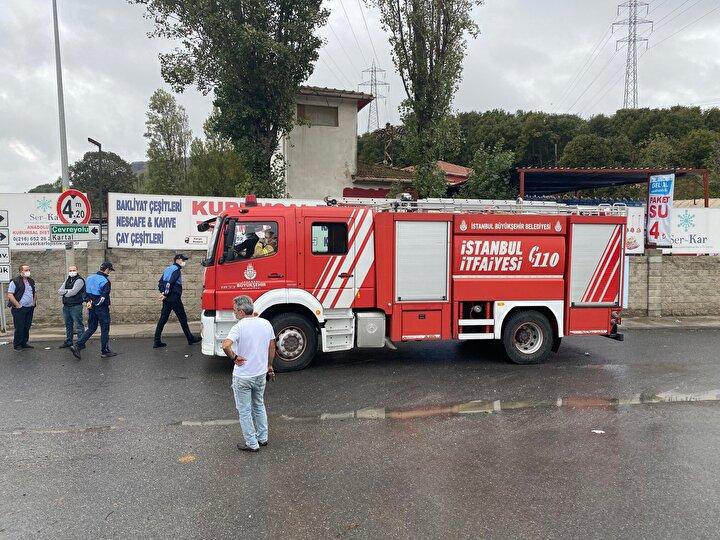 """Taksi sürücüsü Mehmet Albayrak, """"10 dakika önce geçtim bu yoldan, problem yoktu. Yine geçerken araba bayağı derine düştü."""