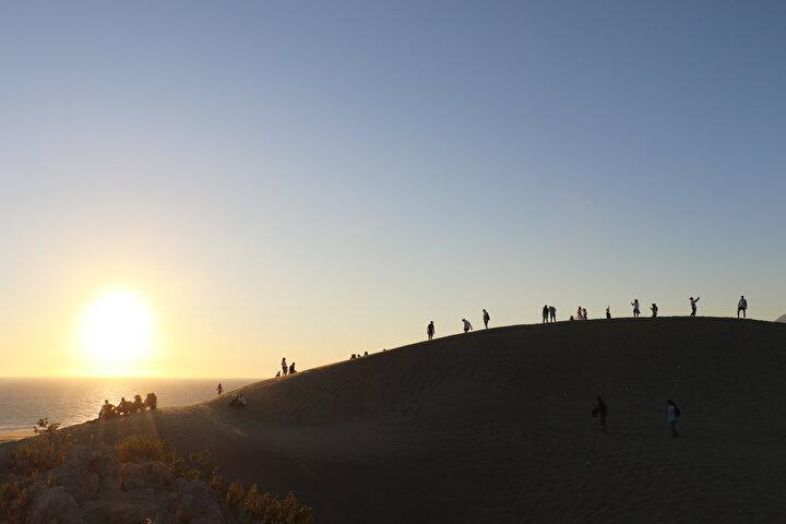 Muğladan karavanıyla tatile çıkan Sinem Bahçeci ise herkesin bir kez de olsa Patara kum tepelerini görmesi gerektiğini kaydetti.