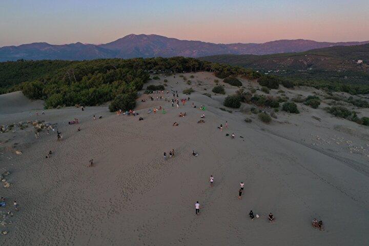 İzmirden tatile gelen Kemal Doyuran, kum tepelerinin çok ilgi çekici olduğunu söyledi.