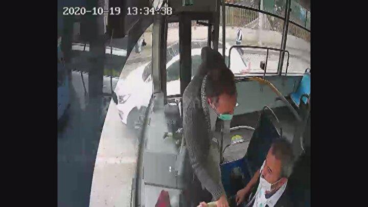 Olay, dün öğle saatlerinde Gebze Güzeller Mahallesinde yaşandı. Gebze Arapçeşme ile Eskihisar Mahalleleri arasında sefer yapan Mustafa Pak idaresindeki 41 J 4257 plakalı özel halk otobüsü, Güzeller Mahallesine geldiği sırada, bir yolcu inmek istediğini söyledi. Sürücü Pak da durak dışında otobüsü durdurmayacağını bildirdi. Ancak sinirlenen yolcu, koltuğundan kalkıp, sürücünün yanına geldi ve Aç kapıyı ineceğim diye bağırdı. Direksiyonu tutmaya çalışan yolcu, sürücünün ısrarla yasak olduğunu ifade etmesi üzerine Arabayı durdur. Bana ceza yazsınlar dedi. Bu sırada da ayağını uzatarak, hareket halindeki otobüsün fren pedalına bastı.