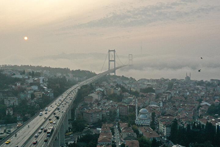 İstanbul'da sabah saatlerinde sis etkili oldu.