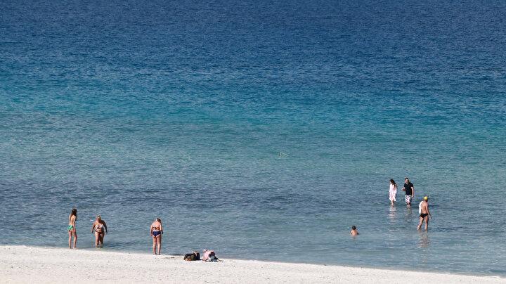 Sahile inemeyen ve göle giremeyen yerli ve yabancı turistler ise Tabiat Parkı, Doğanbaba, Kayadibi ve Belediye Halk Plajında göle girebiliyor.