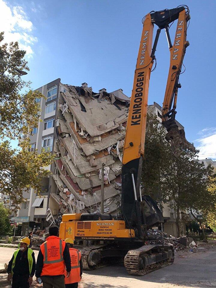 Her iki blokta çok katlı yapılar olması, zemin katının yüksek olması ve bölgenin zemin yapısının zayıf olması sebebiyle binanın depremde hasar riskinin fazla olduğu da raporda belirtildi.