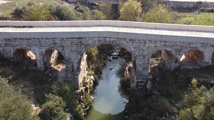 Kocaeli'nin Körfez ilçesi kent merkezine 22 kilometre uzaklıkta bulunan Kutluca Mahallesi 2 bin yıllık tarihe ev sahipliği yapıyor. Milattan sonra 1'inci yüzyılda İmparator Cladius döneminde yapıldığı değerlendirilen Tarihi Kutluca Köprüsü, 2 bin yıldır ayakta duruyor.