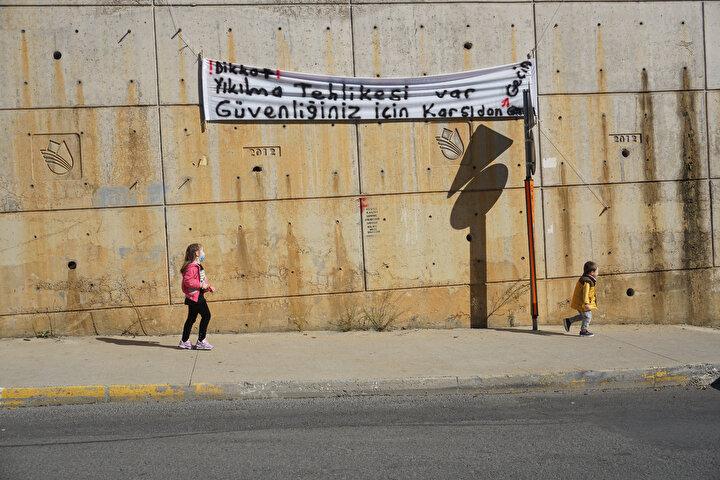 Pendikte bulunan Şule Yüksel Şenler Kız Anadolu İmam Hatip Anadolu Lisesi ve İstanbul Büyükşehir Belediyesine (İBB) ait spor salonunun bulunduğu bahçenin duvarı yıkılma tehlikesiyle karşı karşıya.