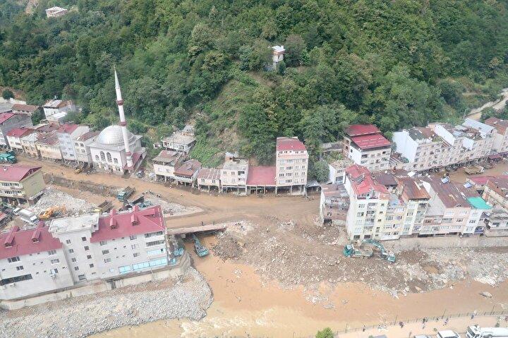 Giresunda, 22 Ağustos günü etkili olan sağanak nedeniyle sel ve heyelanlar meydana geldi. Dereli ilçesinde dereler taştı, cadde ve sokaklar sularla doldu, park halindeki araçlar sele kapılarak sürüklendi. Selde 5i asker 11 kişi hayatını kaybetti, 4 kişi kayboldu.