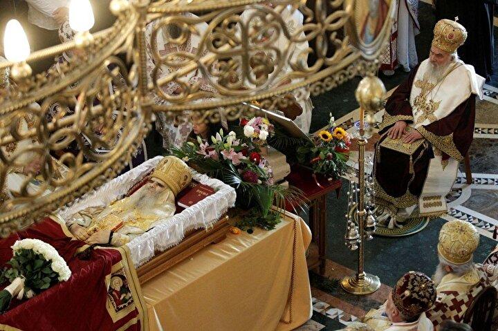 Patrik Irinej geçen hafta Karadağdaki Sırp Ortodoks Kilisesi Piskoposu Amfilohijenin cenazesini yönetmişti.