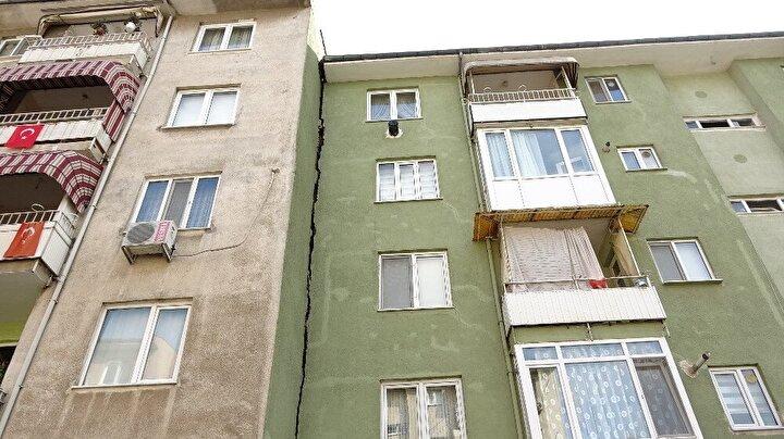 Yaşlanan binaların kolonları, temeli, duvarları çatlamış durumda.