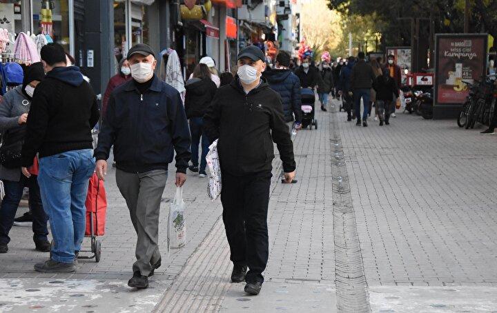 Eskişehir'deki koronavirüs vakalarındaki artış, Sağlık Bakanlığı'nın HES mobil uygulamasına da yansıdı. Eskişehir'in risk haritasında kentin neredeyse tamamında 'yüksek risk' anlamına gelen kırmızı renk de dikkat çekti.