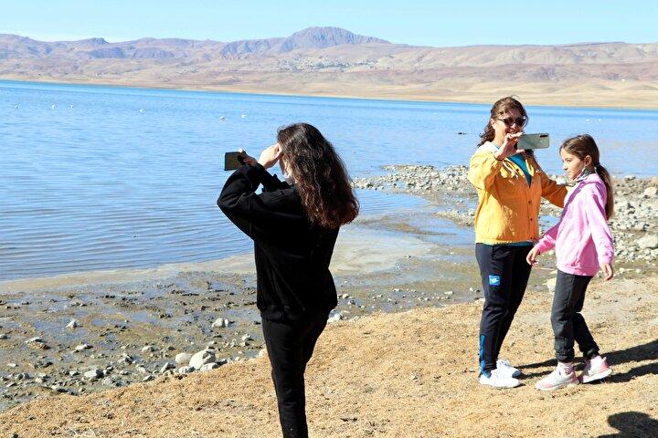 Kuş cenneti olarak bilinen Erçek Gölü; kılıçgaga, büyük cılbıt, kara boyunlu, batağan, angıt, yaz ördeği, Van denizi martısı gibi onlarca kuş türünü barındırıyor.