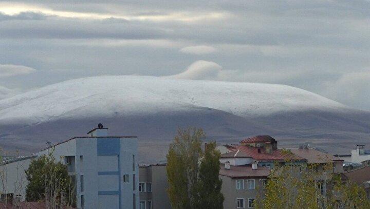 Hava sıcaklığının hissedilir bir şekilde düştüğü Kars'ta yağışlı havanın devam edeceği öğrenildi.