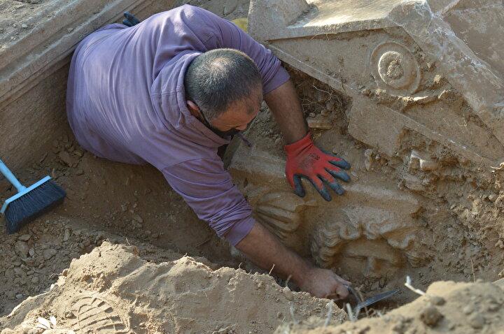 Afrodisyas Antik Kentinde kaçak kazı yapıldığı değerlendiren bölgede iki lahit bulundu
