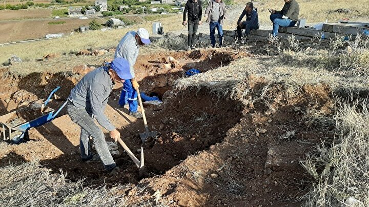 2009 yılından beri ara verilen kazıların yeniden başladığı antik kentin kuzeydoğusunda merdivenli kısımda yürütülen kazı çalışmalarında ilginç bir mezar ortaya çıkartıldı.