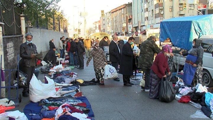 Bayrampaşada kaldırımı pazar yerine çevirdiler, sosyal mesafe hiçe sayıldı