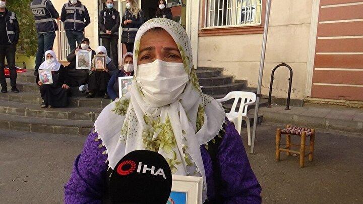 Ellerinde çocuklarının fotoğrafıyla bekleyişini sürdüren annelerden Mevlüde Üçdağ, oğlu Ramazan için HDP il binası önünde oturma eylemini sürdürmekte kararlı olduğunu söyledi.
