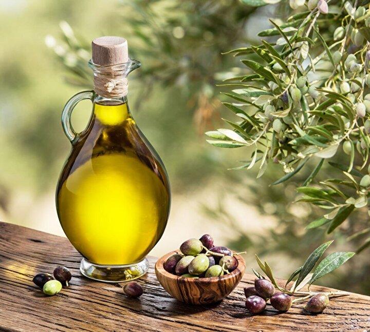 Zeytinyağı, polifenoller ve E vitamini içeriğiyle antiinflamatuar antioksidan kaynağı olarak gösteriliyor. Yapılan bir çalışmada; zeytinyağından zengin olan Akdeniz diyeti ile beslenen KOAH ve astım hastalarının akciğer fonksiyonlarında iyileşmeler gözlemlendi. İçeriğindeki tekli doymamış yağ asitleri ve E vitamini formu olan tokoferol de daha iyi akciğer fonksiyonuyla ilişkilendirildi.