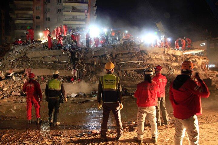 Seferihisar ilçesi açıklarında 30 Ekim Cuma günü meydana gelen 6.6 büyüklüğündeki deprem, İzmirde yıkıma neden oldu. Yıkım yaşanan bölgeye giden ekipler arasında  AKUT İzmir Ekibi de yer aldı.