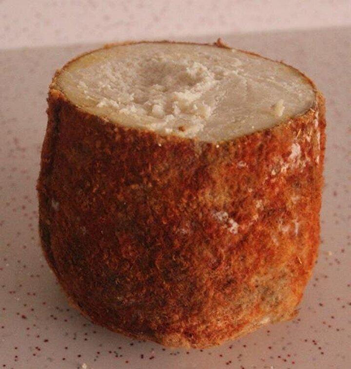 Divle Köyü Muhtarı Tacettin Durna, bu yıl 42 ton peynir üretildiğini ve kilosunun da 120 ila 130 lira arasında satışa sunulduğunu, üretilen peynirin yüzde 80inin de daha mağaradan çıkartılmadan satışının gerçekleştirdiğini söyledi.