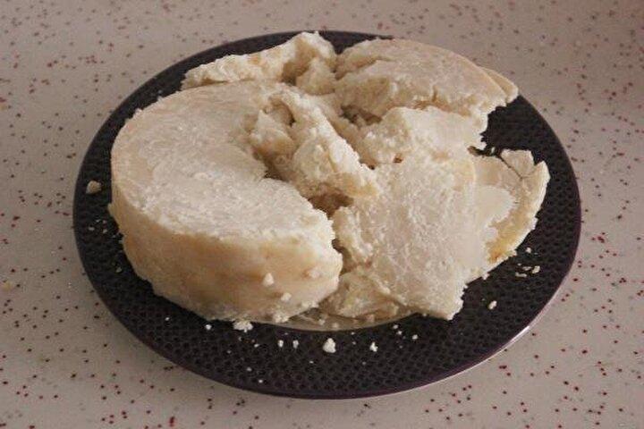 Her geçen yıl talebin arttığı peynirin sahtelerinden ayırt edilmesi için bu yıl barkot sistemi uygulandı.