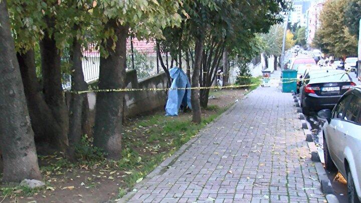 Çobançeşme Mahallesi Okul Sokakta saat 07.00 sıralarında yoldan geçen vatandaşlar, ağaca iple asılı bir kişi gördü.