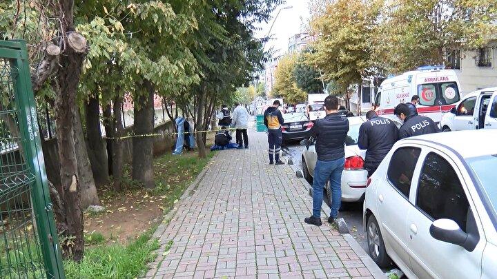 Polis ekipleri olay yeri ve çevresine güvenlik şeridi çekerek çevrede önlem aldı.